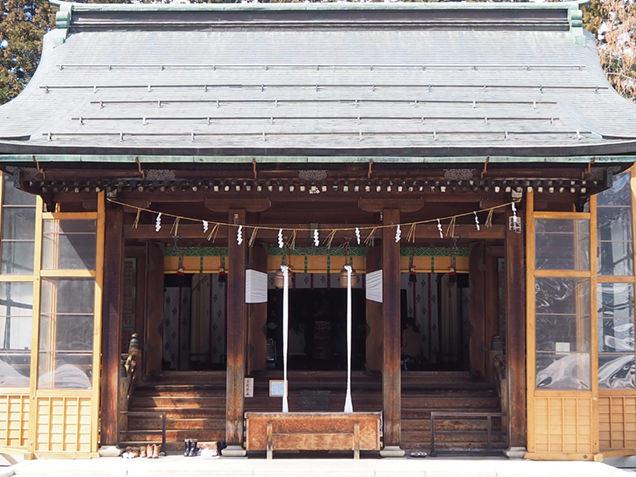 上杉神社の本殿。明治神宮の設計者としても知られる伊東忠太による設計