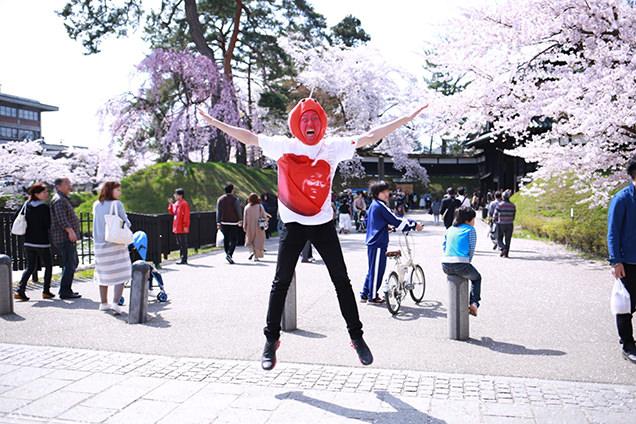 弘前公園入り口 りんご飴マン