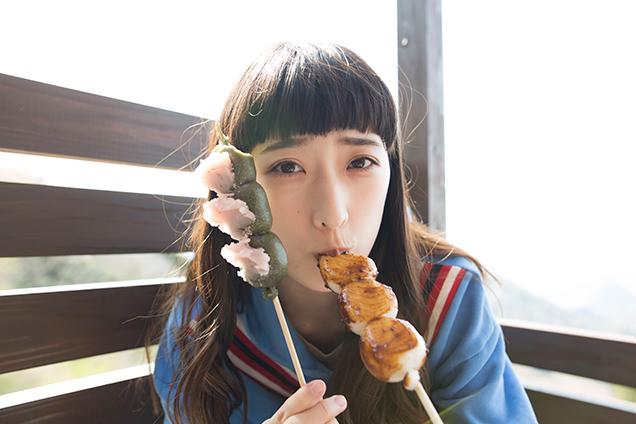 伊豆の国パノラマパーク 団子を食べるはましゃか