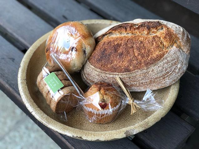 Natural Bakery 日々舎 ベーグル、カンパーニュ、マフィン
