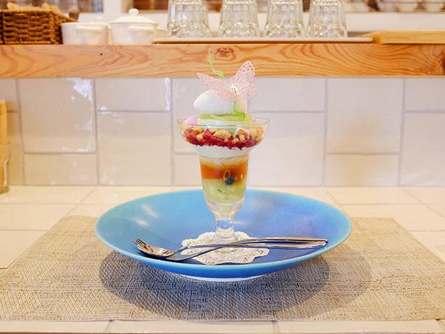 dessert cafe HACHIDORI 青リンゴ・紅茶・ハーブのパフェ