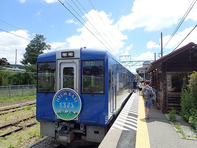 小淵沢駅のHIGH RAIL1375