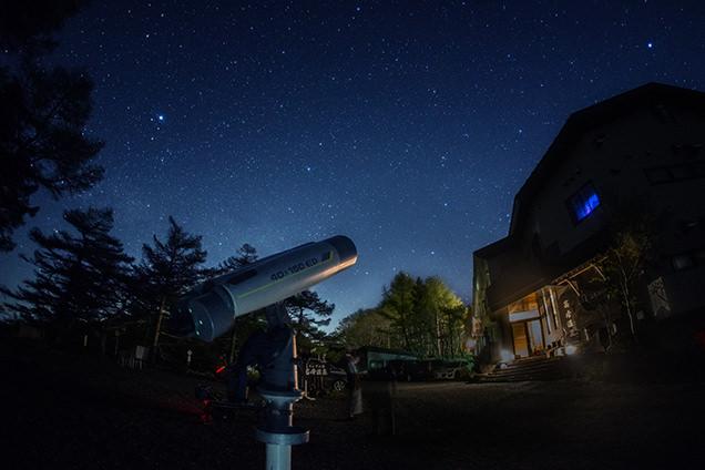 星空と高峰温泉ランプの宿