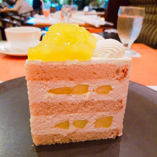 スーパーシリーズのさらに上をいく、メロンたっぷりの「エクストラスーパーメロンショートケーキ」¥3,800