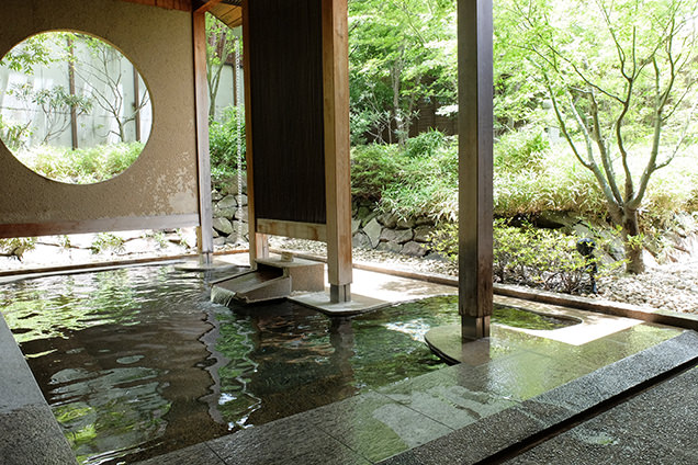 「界 松本」露天風呂