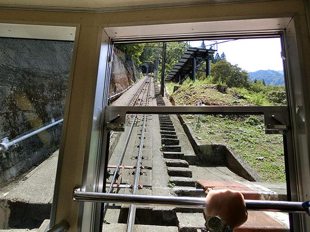 立山ケーブルカー 車窓