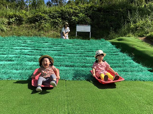 川場田園プラザの芝すべり