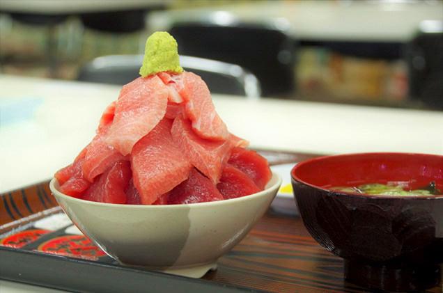 鶴亀屋食堂の大間のマグロ丼
