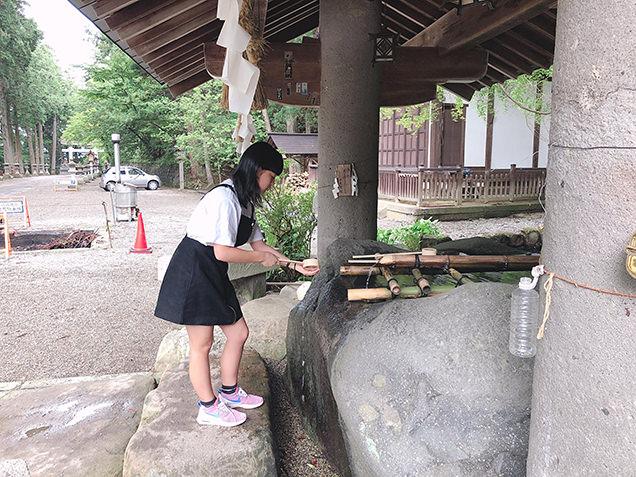 日枝神社にお参りする長女