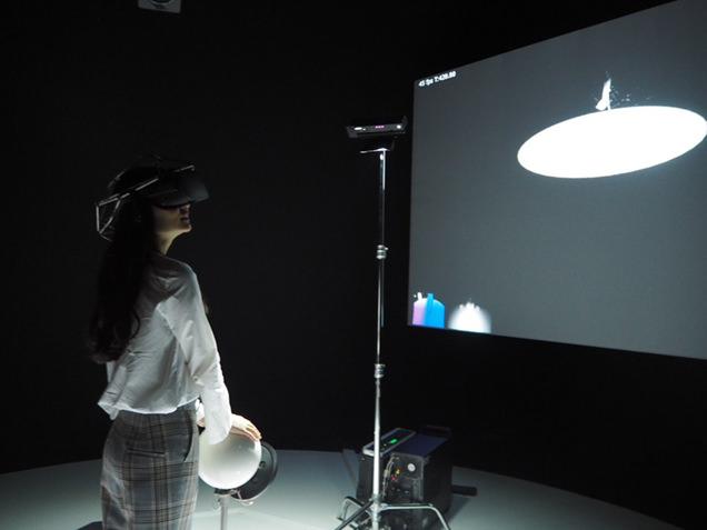 VR作品の大脇理智+YCAM《The Other in You》を体験する阿部朱梨