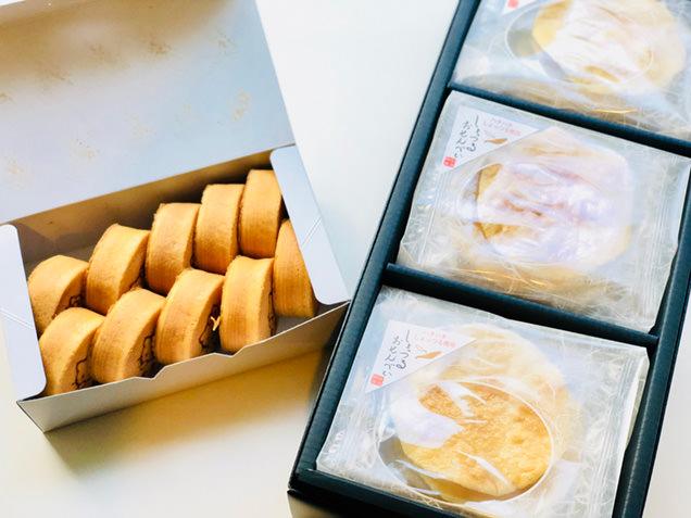 秋田銘菓「金萬」と「しょっつるおせんべい」