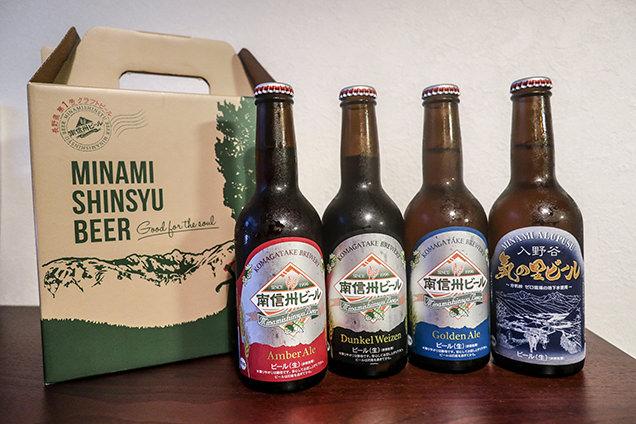左から南信州ビール「アンバーエール」「デュンケルヴァイツェン」「ゴールデンエール」「気の里ビール」