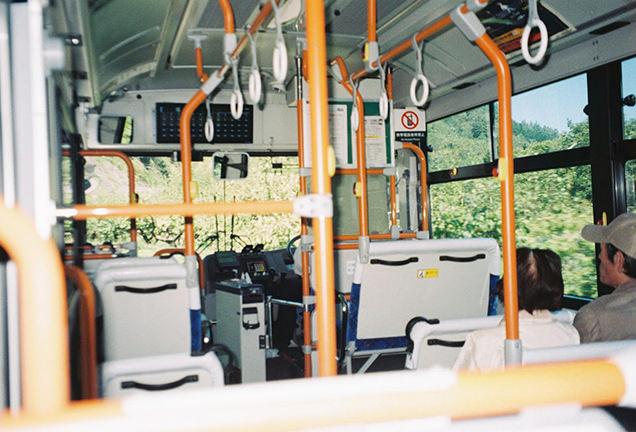 西沢渓谷線のバス車内