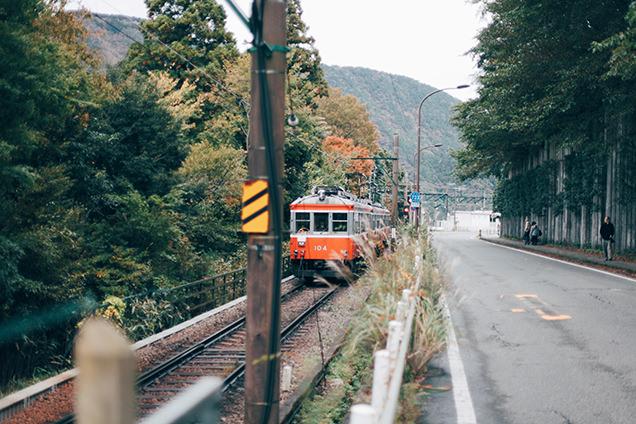 箱根登山電車 彫刻の森駅 紅葉