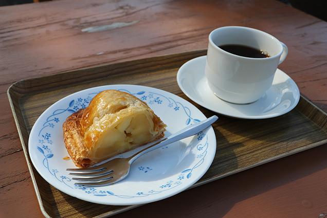 十和田湖マリンブルーのアップルパイ