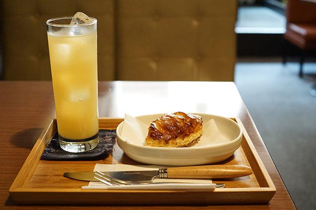 ミートパイとリンゴジュース