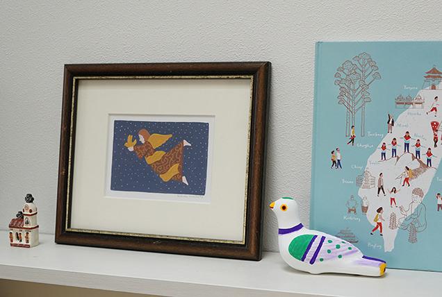 筆者の部屋に飾られた鳩笛