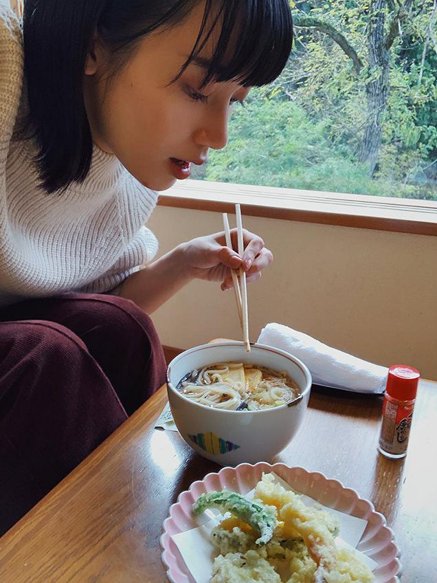 地元食材を使った天ぷらと、嵐渓荘の源泉を使ったうどん