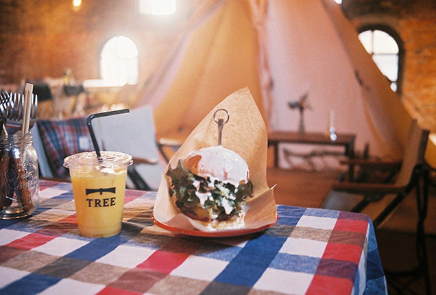 グランピング風カフェのハンバーガー