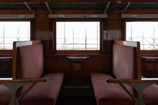 列車内と車窓