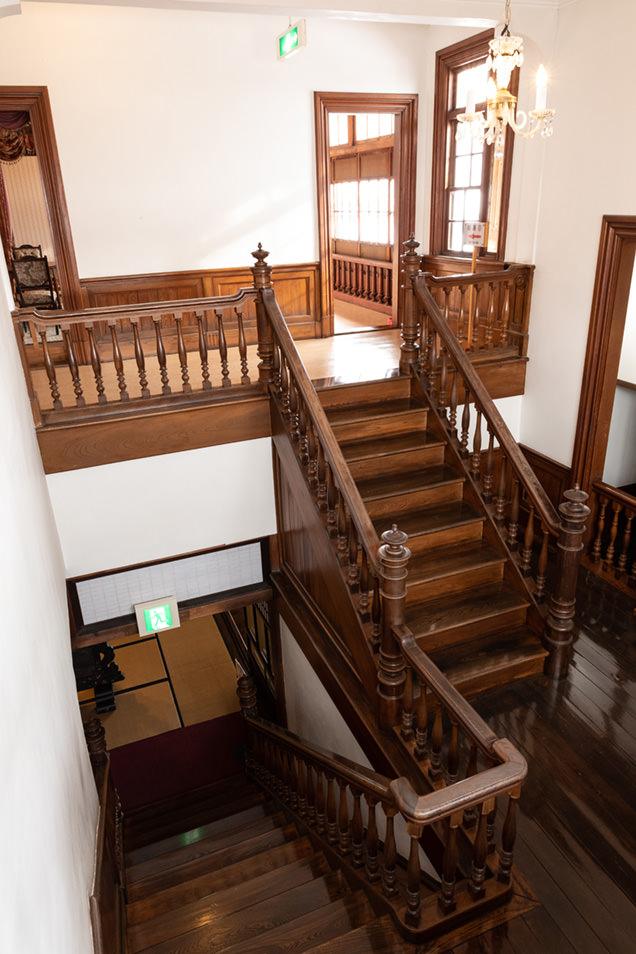 斜陽館の階段
