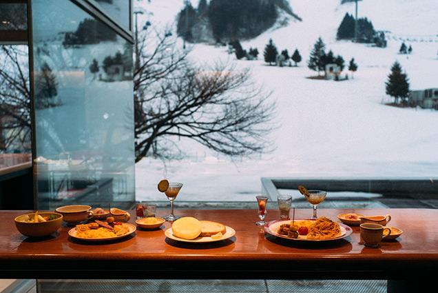 朝食を摂りながらゲレンデ観察