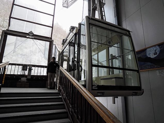 ガラス張りの第1ロープウェイ