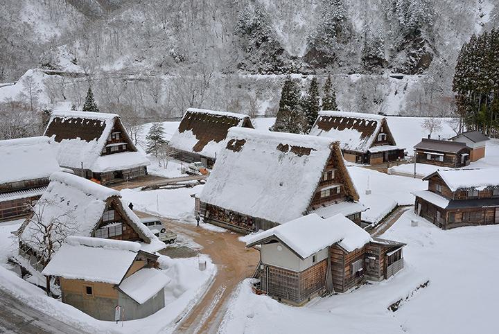 船でしか行けない秘湯!? 雪見の絶景露天&五箇山を楽しむ、冬の富山旅