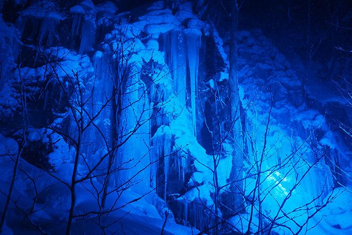 冬だけの絶景がここに…奥入瀬で氷瀑&温泉に酔いしれる