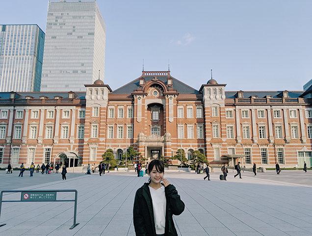 東京駅と筆者