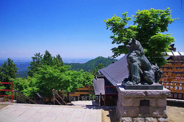 武蔵御嶽神社の拝殿前