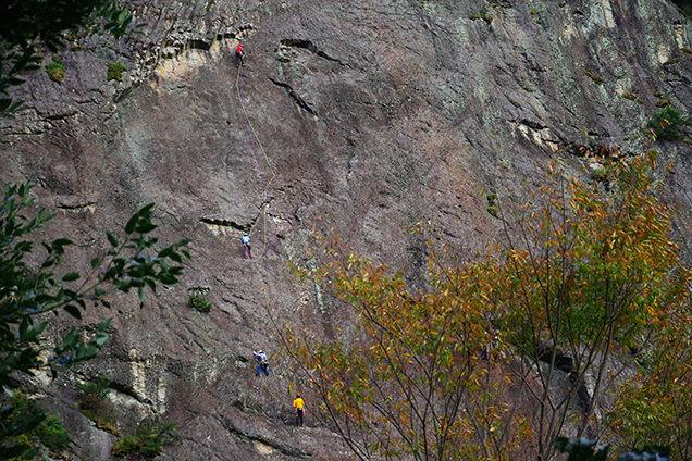 城山の絶壁