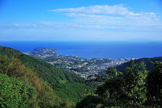 登山道から眺める真鶴半島のイメージ
