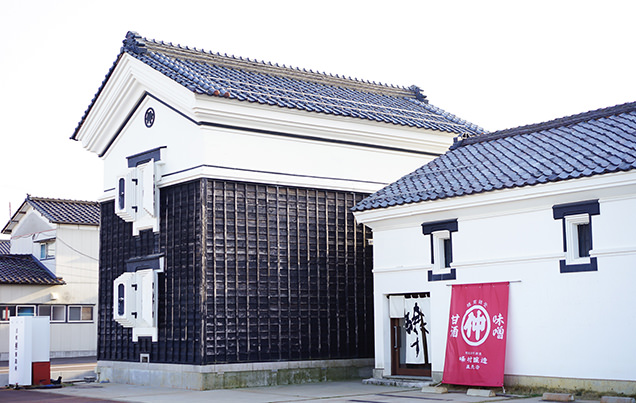 左)古町糀製造所・蔵座敷店 右)峰村醸造