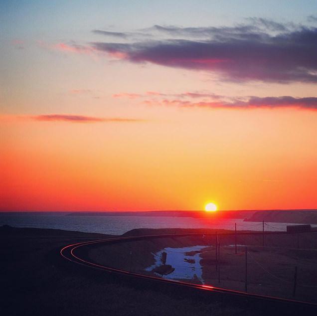 ため息の出るような夕日と美しいカーブを描く花咲線。