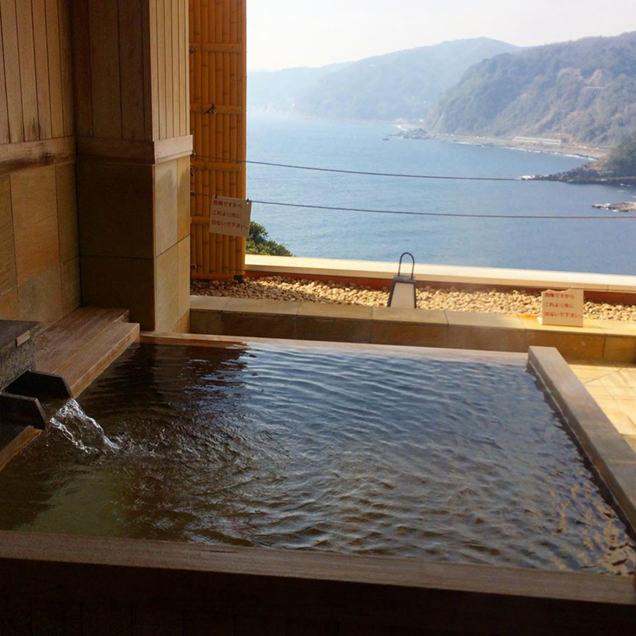 眺望を独り占めできる露天風呂付き個室