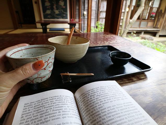 抹茶を楽しみつつ読書