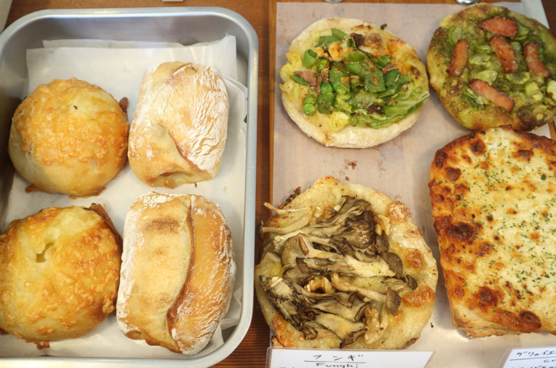 地元の素材を使った惣菜パン