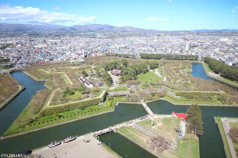 展望台からは、五稜郭全体と、函館市街も一望できます