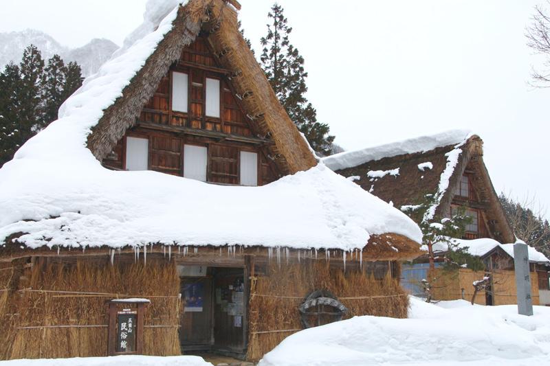 雪に包まれる冬のシーズンも美しいです