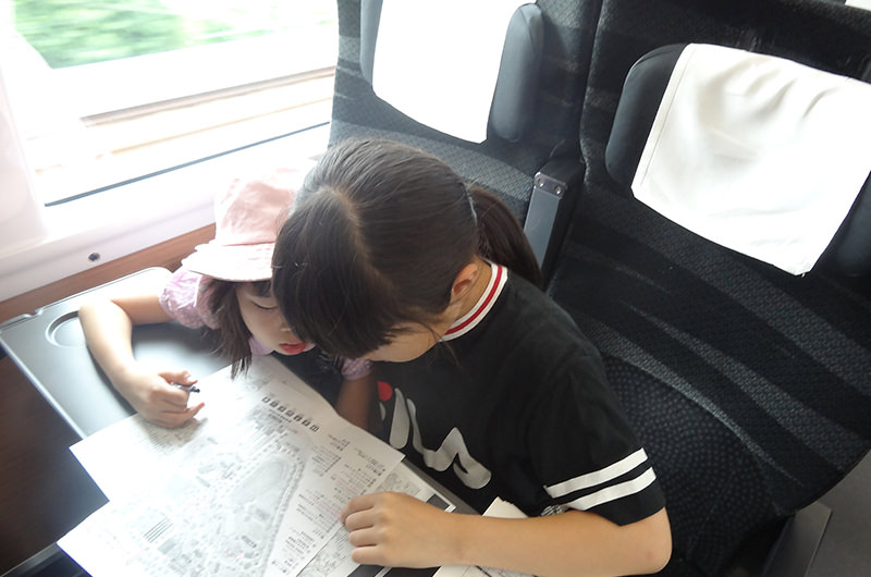 座席で旅の予習