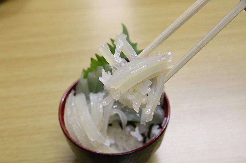 海鮮ミニ三色丼のイカ丼