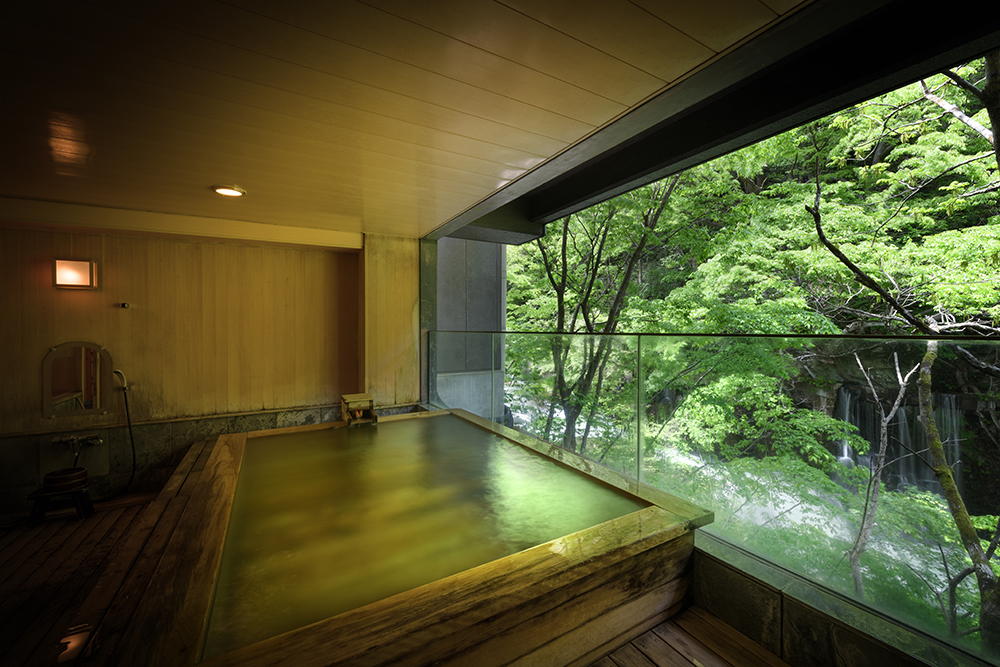 「原瀧」の貸切展望風呂「滝見の湯」(写真提供:原瀧)