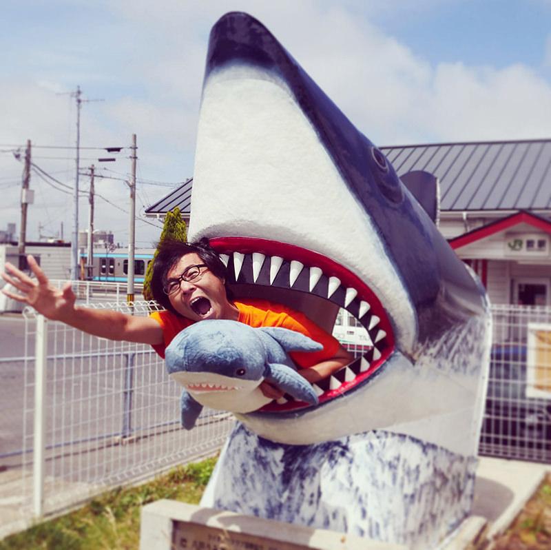 サメの顔ハメ