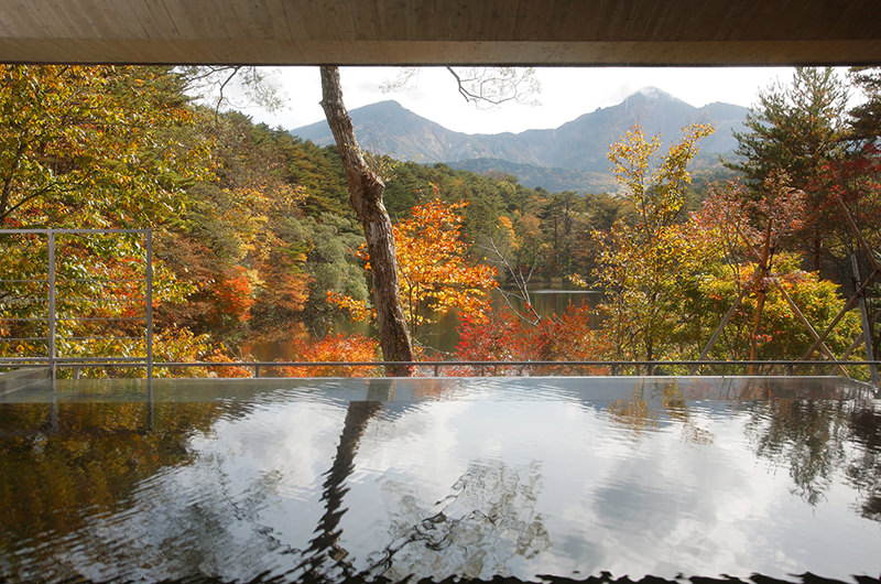秋限定の絶景温泉に行こう。紅葉を眺められる温泉12選