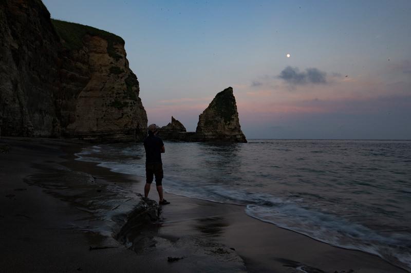 大波月海岸の満月