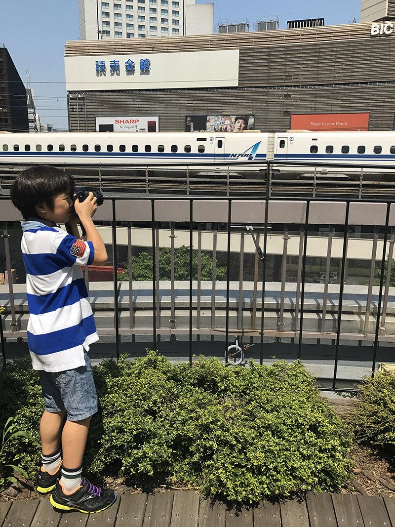 有楽町の東京交通会館から新幹線を撮影