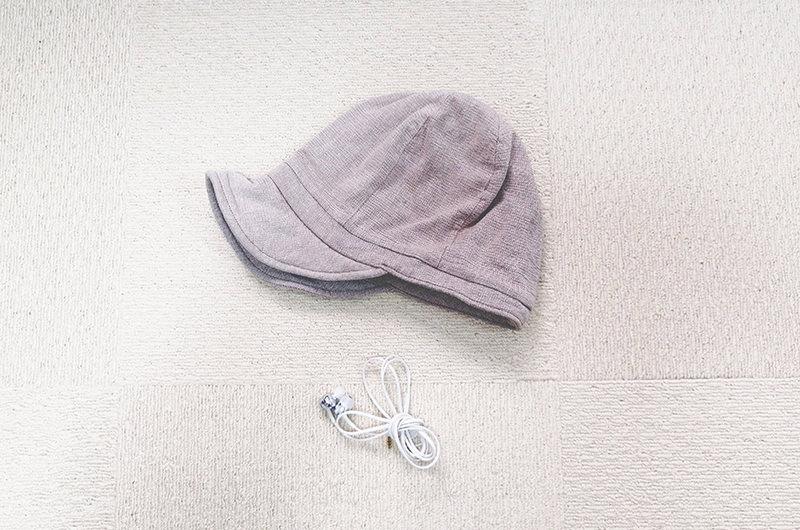 イヤホンと帽子