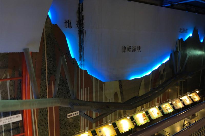 津軽海峡の断面模型の展示