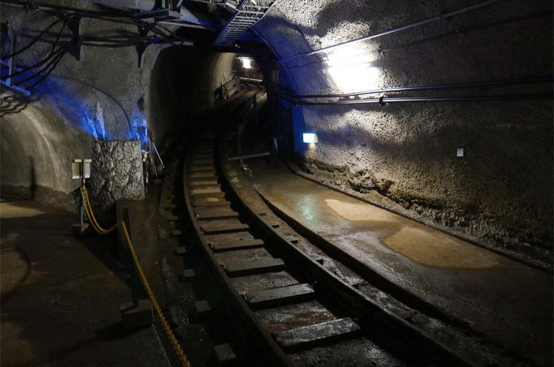 地下坑道のトンネル写真